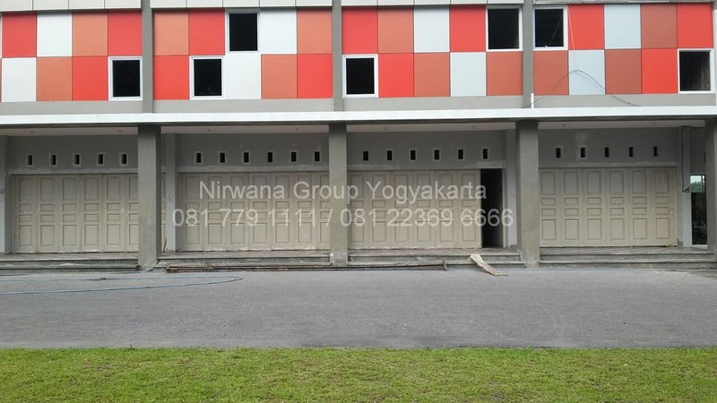 Pemasangan Pintu Lipat Henderson di Grand Viko, Tidar Utara, Magelang
